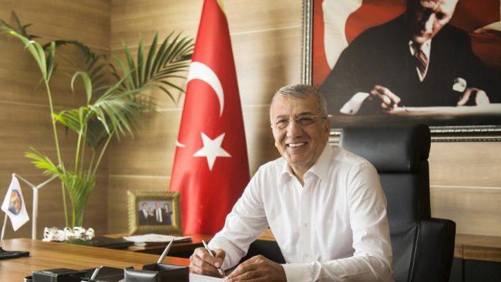 Mezitli Belediye Başkanı Tarhan Zafer Bayramı'nı Kutladı