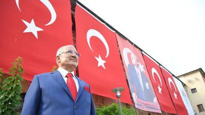Burhanettin Kocamaz 19 Mayıs'ı Kutladı