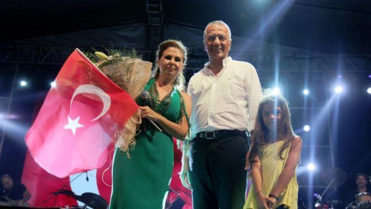 Mezitli'de Nilüfer'le Zafer Bayramı Coşkusu