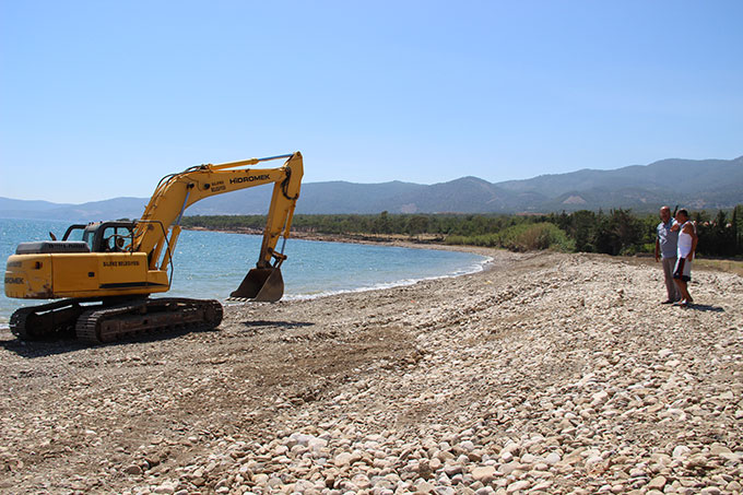 Silifke Belediyesi Yeşilovacık Sahilini Düzenliyor