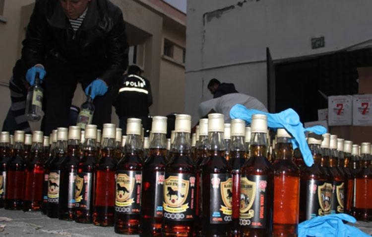 Mersin'de 4 bin 452 şişe sahte içki ele geçirildi