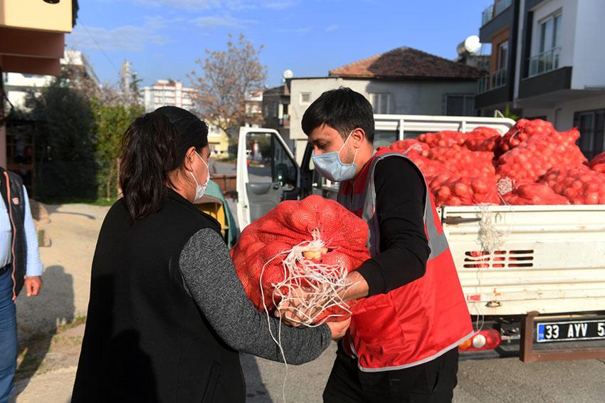 Yenişehir Belediyesi 150 Ton Kuru Soğan Dağıttı